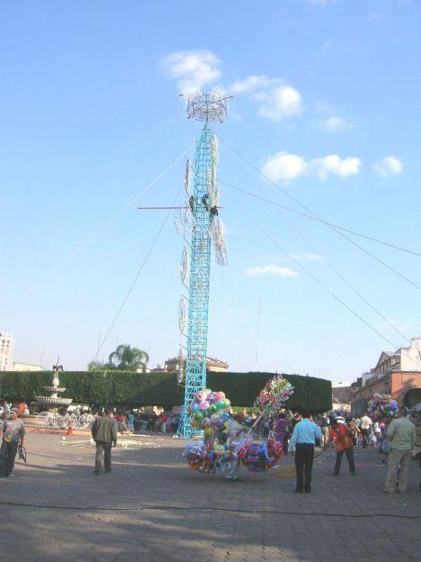 Otro aspecto de la plaza el dia de fiesta