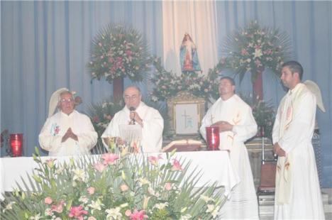 El obispo de Zamora, monseñor Javier Navarro, presidió festividades religiosas en Jacona