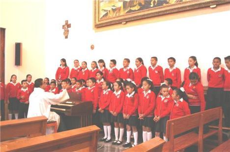 Tacátzcuaro, coro de niños del colegio que estuvo de fiesta