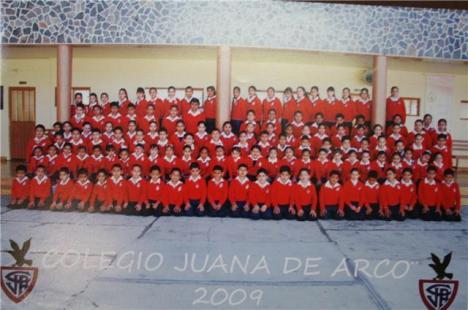 Tacátzcuaro, los actuales alumnos de fiesta por su colegio
