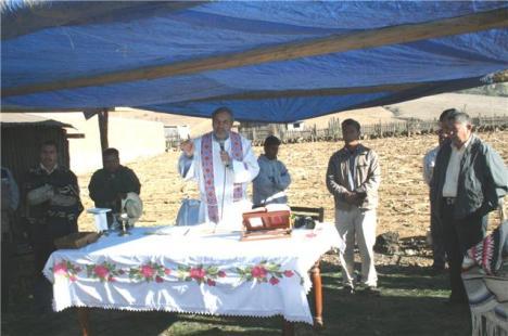 Desde su parroquia en Nahuatzen, el polifacético sacerdote, desde hace décadas, irradia como promotor de los indígenas en la Meseta Purépecha