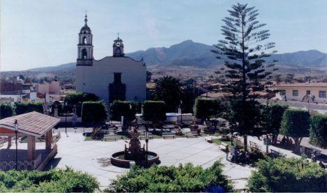 Y al fondo el Cerro del Aguila, como se ve desde el poblado