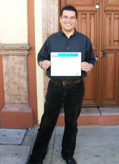 La Piedad. Gustavo López Rodríguez muestra el reconocimiento que le otorgaron las autoridades agrarias