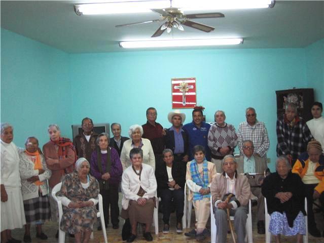 Jos hern ndez con los residentes del asilo de ancianos for Asilos para ancianos