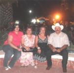 Ario de Rayón. Faby, Amparito, Cecy y Lupillo Solís, en Ario el 3 de mayo del 010