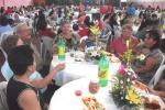 CANTAMISA-Asistentes a la fiesta, desde un ángulo del salón