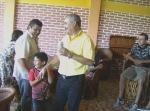 Raúl, su hijito y su cuñado