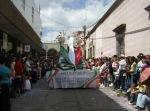 Desfile, 112
