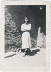 Fotografia 009 - Ziquitaro, Mich, 1954, Benita Campos. Mamá Benita, frente a su casa