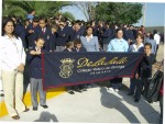 Los pequeños del Colegio Vasco de Quiroga, con su banderín
