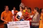 Zamora, el alcalde y su esposa entregan el premio a la ganadora