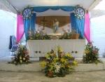 Fiesta en el Infonavit, flores para la Virgen