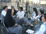 Un descanso de las monjitas luego de la ceremonia