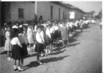 Ario, desfile, calle principal frente al molino, Sep 66